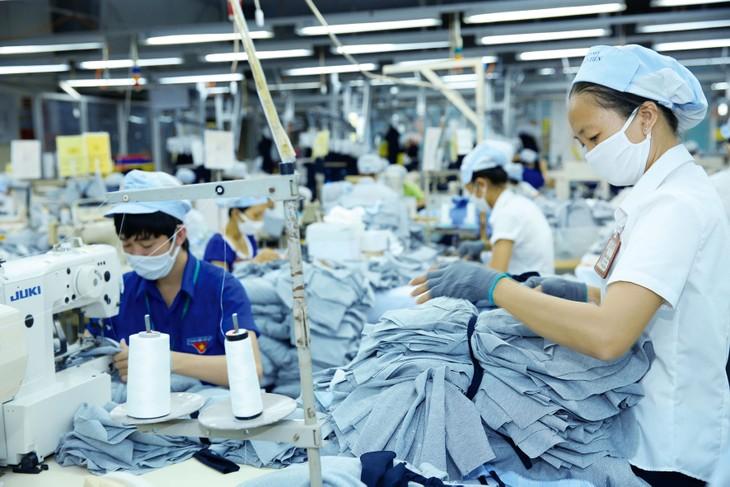 Nhiều doanh nghiệp rơi vào tình trạng phụ kiện, nguyên liệu sản xuất dự trữ chỉ đủ để duy trì sản xuất đến hết tháng 3. Ảnh: Lê Tiên