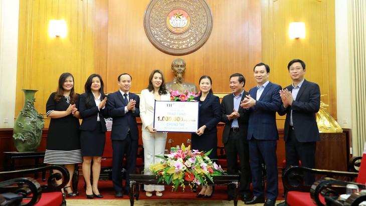 Ủy ban Trung ương Mặt trận Tổ quốc Việt Nam tiếp nhận 1 triệu ly sữa từ Tập đoàn TH tặng người cách ly và đội ngũ y, bác sĩ chống dịch Covid-19 của Việt Nam