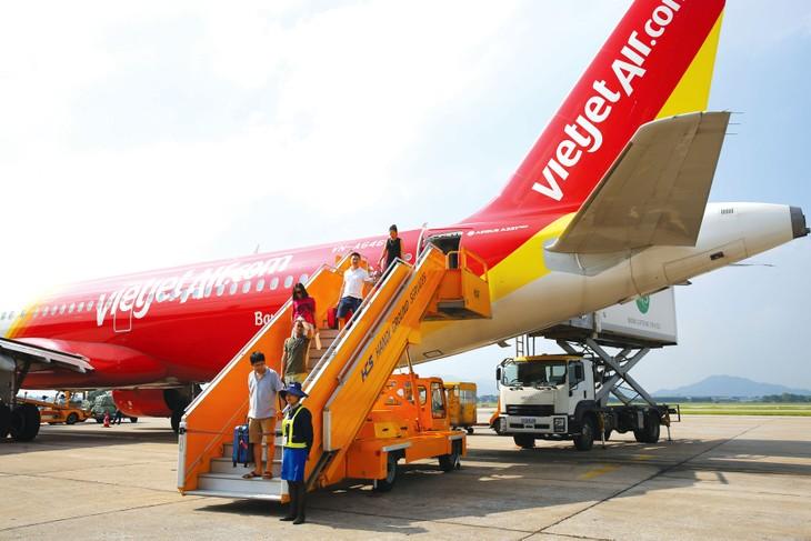 Hãng hàng không Vietjet đã khởi động Ủy ban khẩn cấp phòng chống dịch nhằm góp phần giải quyết phương tiện đi lại an toàn cho hành khách. Ảnh: Lê Tiên