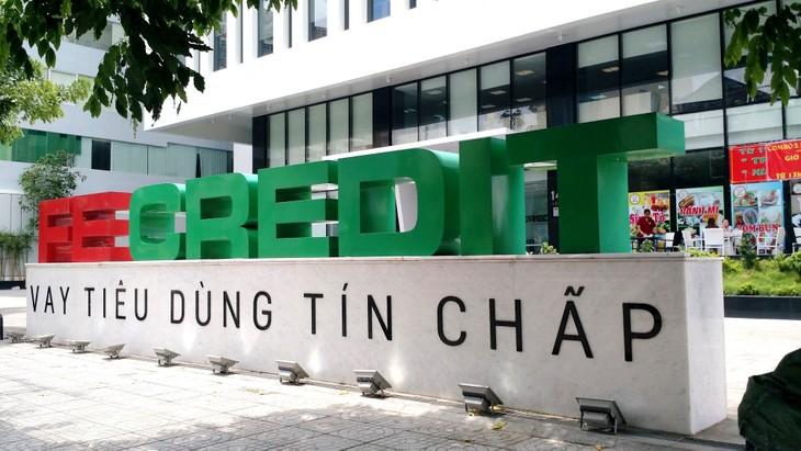 FE Credit chiếm từ 22 - 23% trong tỷ trọng tín dụng và đóng góp lớn trong kết quả kinh doanh hợp nhất của VPBank. Ảnh: Lê Tiên