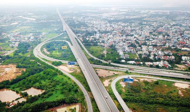 Chuyển 3 dự án PPP thuộc Dự án Cao tốc Bắc - Nam phía Đông sang sử dụng vốn nhà nước: Chuyên gia và nhà đầu tư nói gì?