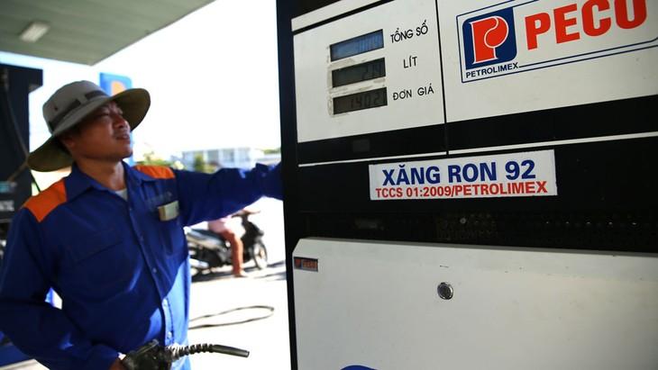 Nhiều điều kiện kinh doanh cắt giảm được cộng đồng doanh nghiệp đánh giá cao như trong lĩnh vực điện, ô tô, kinh doanh xăng dầu, kinh doanh gas, an toàn thực phẩm… Ảnh: Lê Tiên