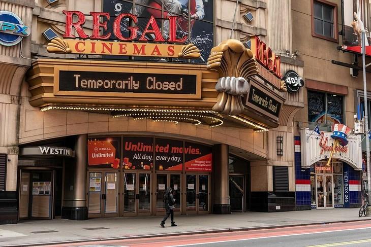 Một rạp phim tại New York thông báo đóng cửa tạm thời. Ảnh:Zuma Press