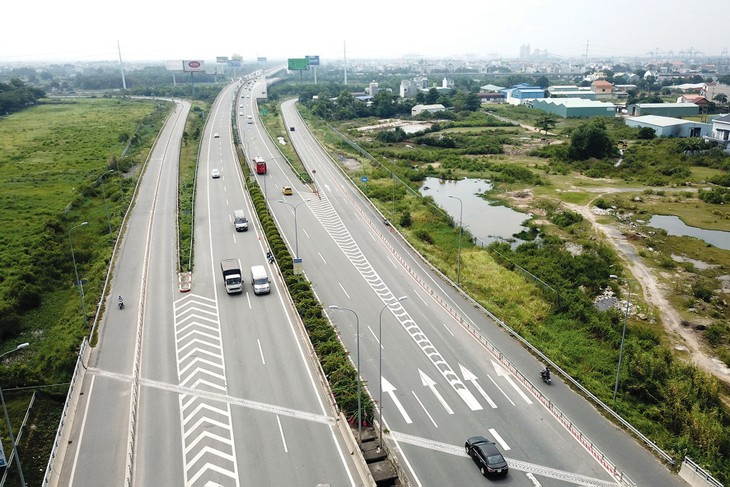 Bộ Kế hoạch và Đầu tư nhấn mạnh sự cần thiết chuyển đổi hình thức đầu tư đối với một số dự án đầu tư xây dựng kết cấu hạ tầng. Ảnh: Tiên Giang