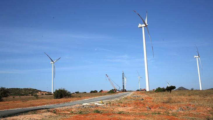 Hạ tầng hệ thống điện nhiều khu vực hiện đã đầy tải, khó có khả năng bổ sung thêm công suất các dự án điện gió. Ảnh: Lê Tiên
