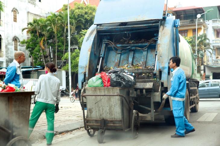 4 gói thầu dịch vụ công ích vệ sinh môi trường trên địa bàn 4 quận trung tâm TP. Hà Nội mà URENCO trúng thầu từ năm 2017 sẽ hết hạn hợp đồng vào 31/12/2020. Ảnh: Nhã Chi