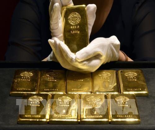Giá vàng trong nước giảm mạnh theo giá vàng thế giới. Ảnh minh họa: TTXVN
