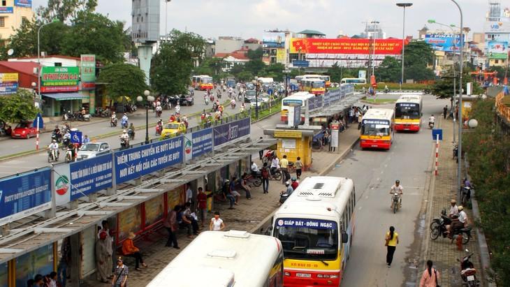 78 gói thầu cung cấp dịch vụ vận tải bằng xe buýt tại Hà Nội do Trung tâm Quản lý và Điều hành giao thông đô thị (Hà Nội) mời thầu có tổng giá trị lên tới khoảng 10.000 tỷ đồng. Ảnh: Nhã Chi