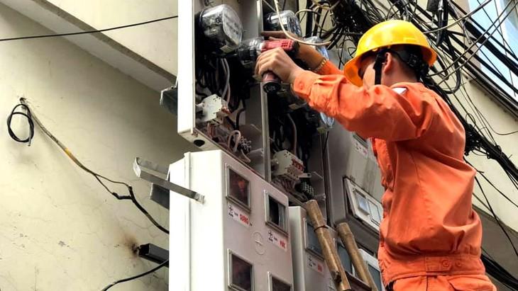 Bộ Công Thương đề xuất giảm giá điện cho nhiều đối tượng khách hàng với tổng số tiền hỗ trợ gần 11.000 tỷ đồng. Ảnh: Nhã Chi