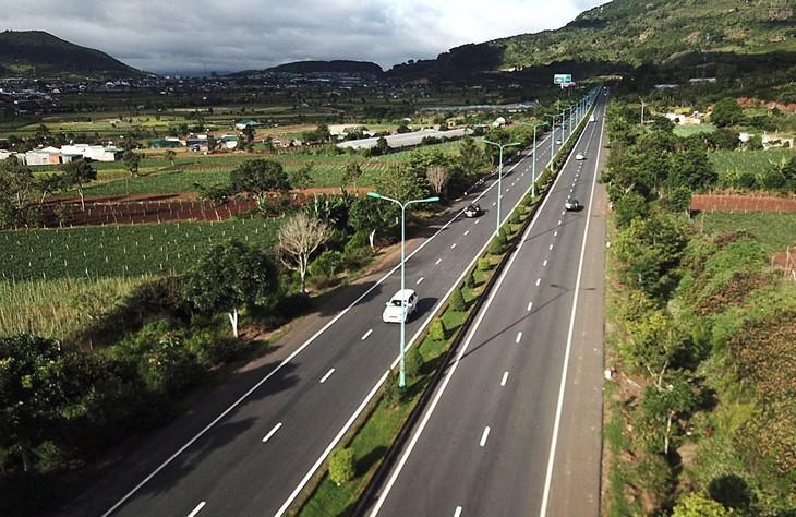 Dự án Tăng cường kết nối giao thông khu vực Tây Nguyên sẽ kết nối Tây Nguyên với các tỉnh duyên hải miền Trung và các cảng biển quốc tế. Ảnh: Phú An