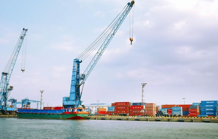Xuất khẩu của Việt Nam đang phải đối mặt với việc đứt gãy cầu khi dịch bệnh Covid-19 lan rộng sang các nước châu Âu và Mỹ. Ảnh: Lê Tiên