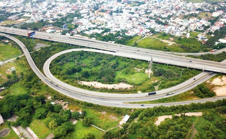 Hiện nay, các tổ chức tín dụng khó có khả năng xem xét, tài trợ đối với các dự án đầu tư hạ tầng giao thông mới. Ảnh: Lê Tiên