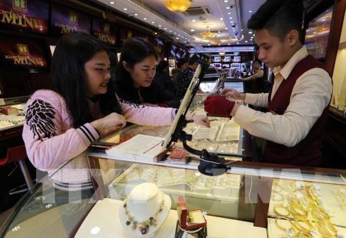Giá vàng trong nước sáng 6/4 giảm 200.000 đồng/lượng. Ảnh Trần Việt/TTXVN
