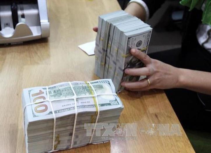 Giá USD sáng 7/4 tại các ngân hàng thương mại đồng loạt tăng. Ảnh: BNEWS/TTXVN