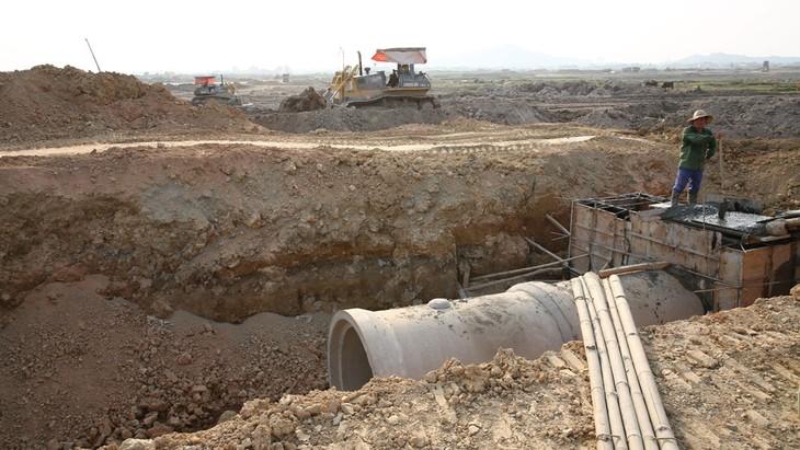 Dự án thành phần 2 thuộc Dự án Đầu tư xây dựng hạ tầng Khu công nghiệp Tân Kiều, huyện Tháp Mười, tỉnh Đồng Tháp có tổng mức đầu tư là 1.266 tỷ đồng. Ảnh: Tiên Giang