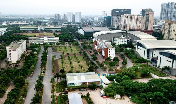 Gói thầu 2 Duy trì cây xanh thảm cỏ năm 2020 tại Trung tâm Huấn luyện và thi đấu thể dục thể thao Hà Nội có giá gói thầu là 4,392 tỷ đồng. Ảnh: Lê Tiên