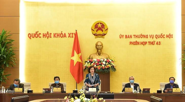 Chủ tịch Quốc hội Nguyễn Thị Kim Ngân chủ trì phiên họp bất thường sáng ngày 8/4 của Ủy ban Thường vụ Quốc hội. Ảnh: Quang Khánh