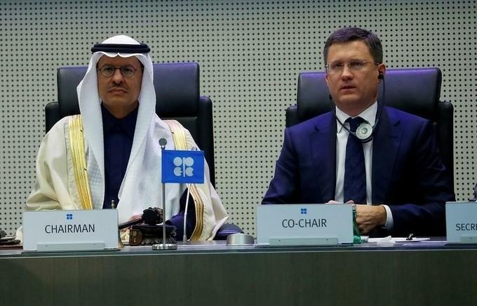 Bộ trưởng Năng lượng Saudi Arabia Abdulaziz bin Salman Al-Saud và Bộ trưởng Năng lượng Nga Alexander Novak trong cuộc họp tháng 12/2019. Ảnh:Reuters