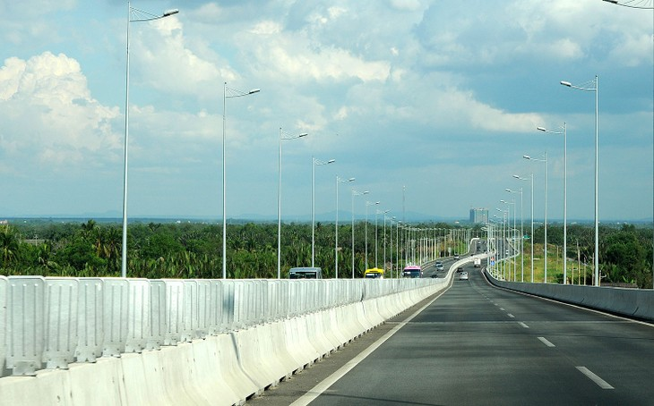 Việc đưa vào vận hành một số đoạn trên tuyến cao tốc Bắc - Nam phía Đông trong tương lai sẽ làm giảm lưu lượng xe tại các dự án BOT trên Quốc lộ 1. Ảnh: Nhã Chi