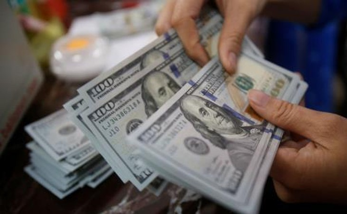 Tỷ giá trung tâm tăng 5 đồng. Ảnh minh họa: Reuters