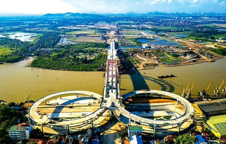 Nguồn vốn đầu tư công của địa phương năm 2020 (gần 11 nghìn tỷ đồng) được TP. Hải Phòng định hướng, bố trí để hoàn thành một số công trình, dự án giao thông lớn. Ảnh: Giang Đông