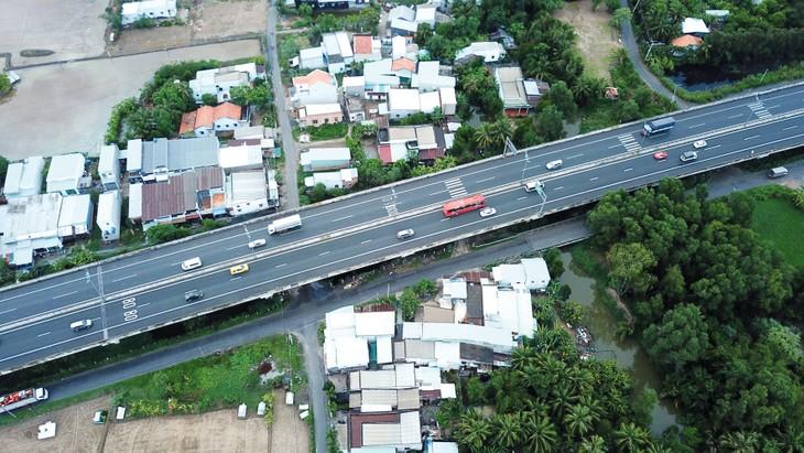 Đến nay, Dự án cao tốc Trung Lương - Mỹ Thuận đã đạt 40% giá trị sản lượng. Ảnh: Nhã Chi