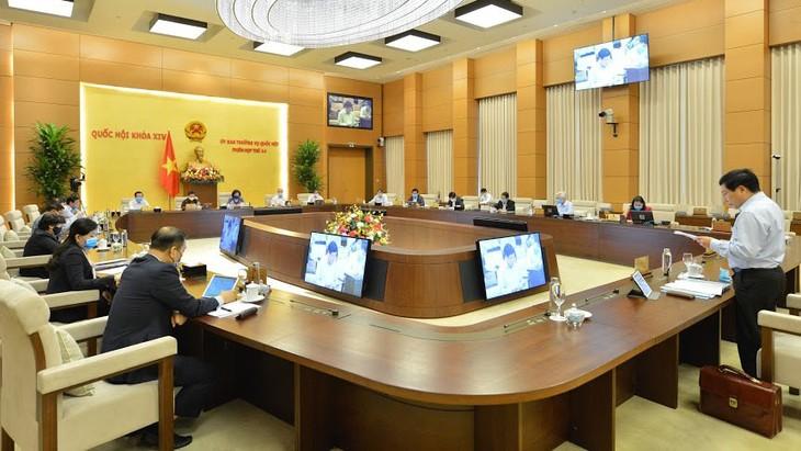 Toàn cảnh Phiên họp thứ 44 của Ủy ban Thường vụ Quốc hội ngày 22/4. Ảnh: Quang Khánh