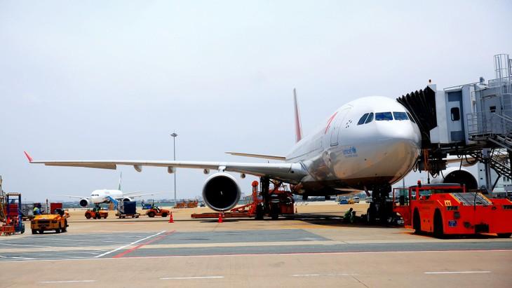 Bộ KH&ĐT đề xuất giảm 50% thuế bảo vệ môi trường đối với nhiên liệu bay đến hết ngày 31/12/2020 nhằm hỗ trợ ngành hàng không. Ảnh: Nhã Chi