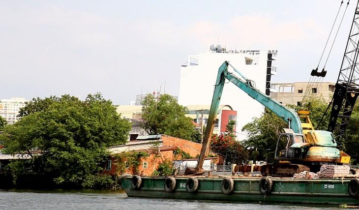 Hơn 3 năm trở lại đây, Công ty TNHH Tư vấn xây dựng và Thương mại Nam Thanh được công bố trúng 52 gói thầu xây lắp tại huyện Củ Chi (TP.HCM). Ảnh: Nhã Chi