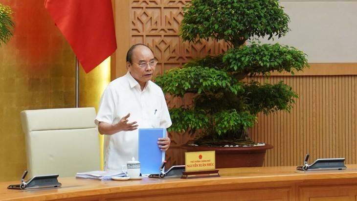 Thủ tướng Nguyễn Xuân Phúc chủ trì cuộc họp Thường trực Chính phủ về mô hình tổ chức của Ủy ban Cạnh tranh quốc gia. Ảnh: Hiếu Nguyễn