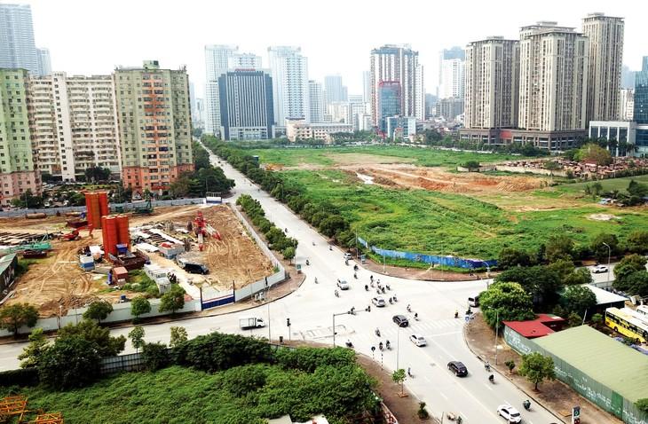 Vướng thủ tục xử lý đất công xen kẹt trong dự án sử dụng đất khiến nhà đầu tư và Nhà nước đều không khai thác được nguồn lực đất đai để phát triển. Ảnh: Lê Tiên