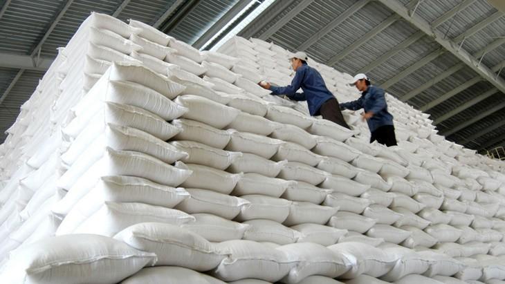 Có nhiều nhà thầu không cung cấp bảo lãnh dự thầu khi tham dự các gói thầu mua gạo dự trữ do Cục Dự trữ nhà nước khu vực TP.HCM mời thầu lại. Ảnh: Tường Lâm