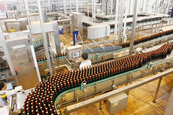 Sản lượng bia toàn quốc trong quý I/2020 giảm 19%, trong khi năm 2019 tăng gần 10%. Ảnh: Tường Lâm