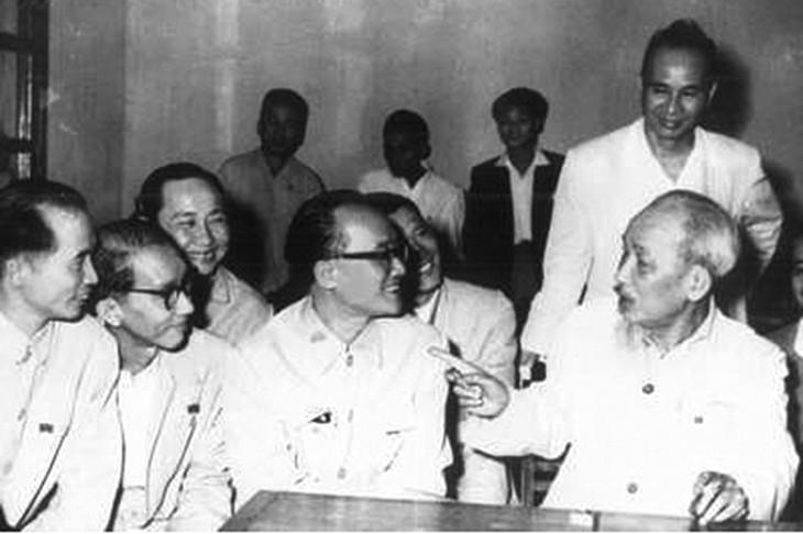 Những lời dạy quý báu, thấu đáo của Chủ tịch Hồ Chí Minh đã và đang được cụ thể hóa thành những quan điểm, chủ trương của Đảng ta trong công tác cán bộ. Ảnh tư liệu
