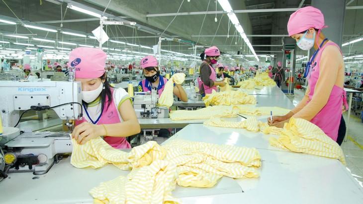 Phần lớn doanh nghiệp dệt may trong nước đều sụt giảm doanh thu và lợi nhuận, thậm chí báo lỗ trong quý I/2020. Ảnh: Huấn Anh
