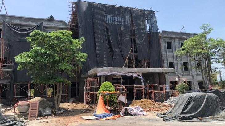 Công ty TNHH Xây dựng Thảo Như - nhà thầu trúng Gói thầu số 01 đang thi công công trình cải tạo nhà làm việc Huyện ủy Yên Lập (Phú Thọ) (Ảnh nhà thầu cung cấp)