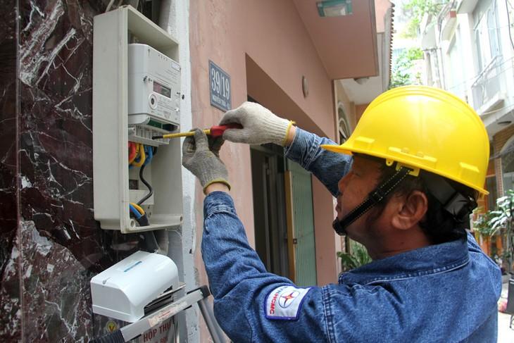 Tổng công ty Điện lực TP.HCM lắp đặt công tơ điện có kết quả kiểm định đạt yêu cầu để bảo đảm vận hành, sử dụng chính xác