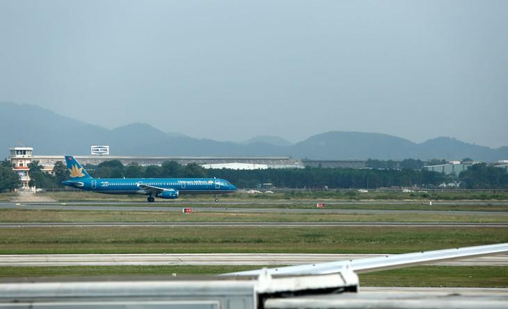 Vấn đề lớn nhất của 2 dự án cải tạo, nâng cấp đường cất, hạ cánh và đường lăn sân bay Nội Bài, Tân Sơn Nhất là phải chọn được nhà thầu có đủ năng lực thực hiện. Ảnh: Lê Tiên