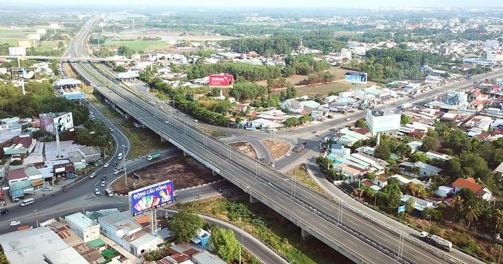 3 dự án thành phần của cao tốc Bắc - Nam phía Đông, gồm 1 dự án không có nhà đầu tư qua sơ tuyển và 2 dự án cấp bách, sẽ được chuyển sang hình thức đầu tư công. Ảnh: Lê Tiên