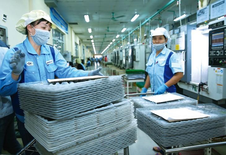 Nếu thúc đẩy cải cách thể chế mạnh mẽ với tốc độ đặc biệt như phòng chống dịch vừa qua, kinh tế Việt Nam sẽ sớm phục hồi, đón được cơ hội đầu tư kinh doanh mới. Ảnh: Lê Tiên