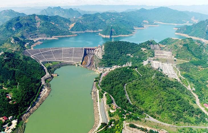 Chính phủ yêu cầu các bộ ngành liên quan giải quyết nhanh các thủ tục để triển khai 9 dự án nguồn điện của EVN