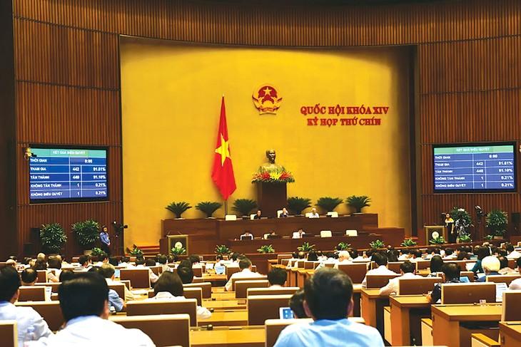 440/442 đại biểu Quốc hội đã tán thành thông qua Nghị quyết về Chương trình giám sát của Quốc hội năm 2021. Ảnh: Quang Khánh