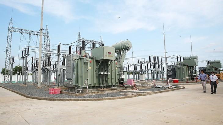 Gói thầu số 01 Thi công đường dây 35kV và TBA 630 kVA-35(22), 0,4kV cấp điện cho Dự án Nhà máy Xử lý rác thải tại xã Tràng Lương (Đông Triều, Quảng Ninh) trị giá gần 3 tỷ đồng. Ảnh: Lê Tiên