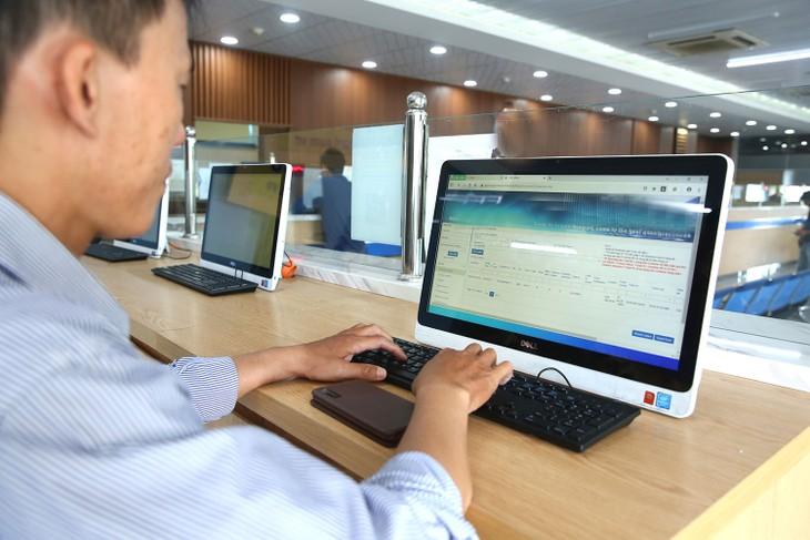 Thay vì tối đa 3 ngày làm việc, doanh nghiệp có thể chỉ mất vài giờ để hoàn thành thủ tục khi đăng ký kinh doanh qua mạng. Ảnh: Gia Khoa