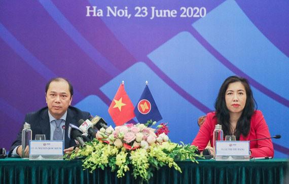 Thứ trưởng Bộ Ngoại giao Nguyễn Quốc Dũng chủ trì họp báo quốc tế thông tin về Hội nghị Cấp cao ASEAN lần thứ 36. Ảnh: St