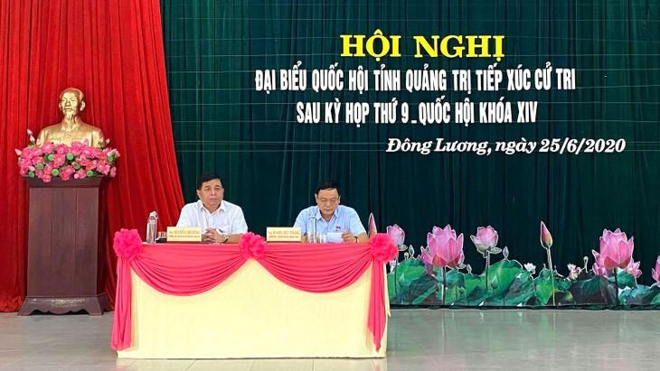 Tại hội nghị tiếp xúc cử tri, Đoàn ĐBQH Quảng Trị đã chia sẻ, trả lời các kiến nghị của cử tri