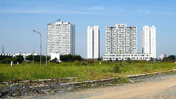 206 dự án nhà ở xã hội với quy mô xây dựng khoảng 168.700 căn hộ, tổng diện tích khoảng 8.435.000 m2 đang bị chậm tiến độ hoặc tạm dừng thi công. Ảnh: Song Lê