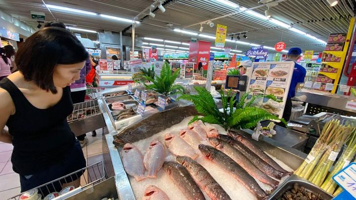 Sức ép tăng giá, lạm phát vẫn còn lớn, đặc biệt khi là giá dầu thô, lương thực, thực phẩm có xu hướng tăng. Ảnh: Phú An