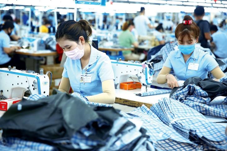 Xuất khẩu - động lực tăng trưởng chính - giảm 1,1% trong nửa đầu năm 2020. Ảnh: Lê Tiên