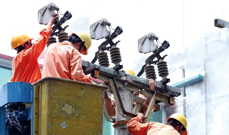 Dự án Cấp điện nông thôn từ lưới điện quốc gia tỉnh Quảng Trị, giai đoạn 2014 - 2020 có tổng mức đầu tư là 148 tỷ đồng. Ảnh: Lê Tiên